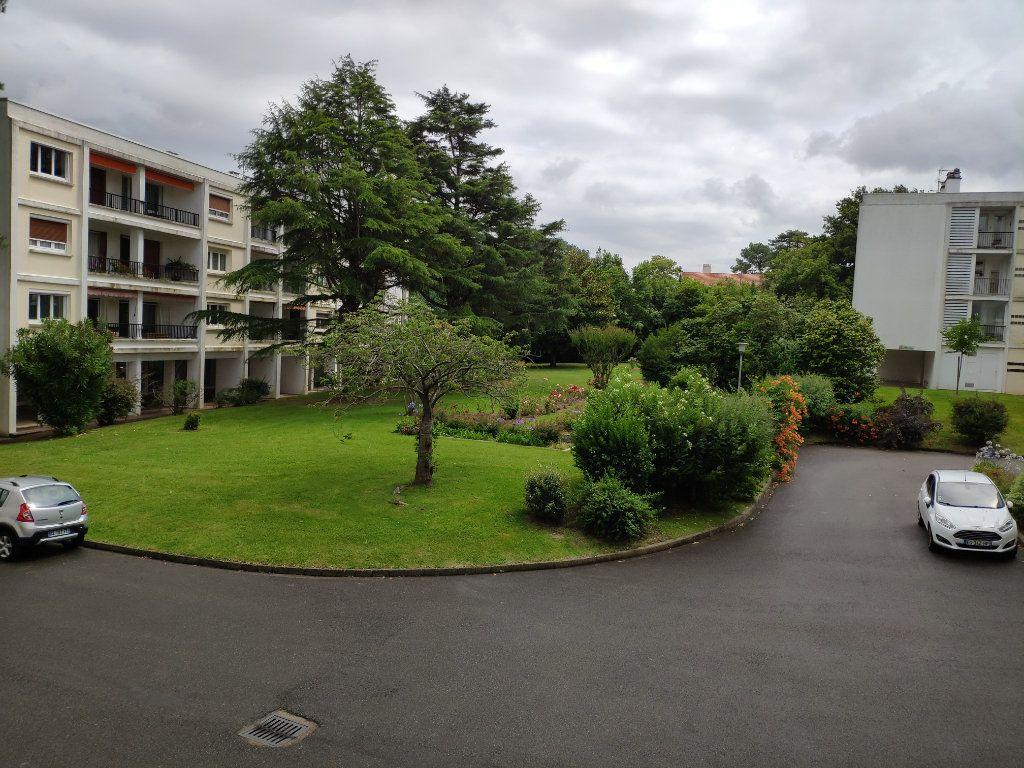 Appartement à louer 4 84.54m2 à Biarritz vignette-14
