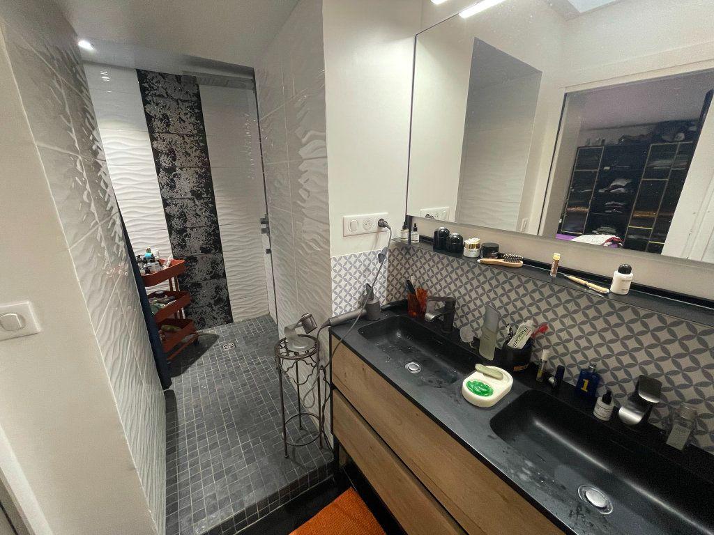 Appartement à vendre 2 75m2 à Biarritz vignette-6