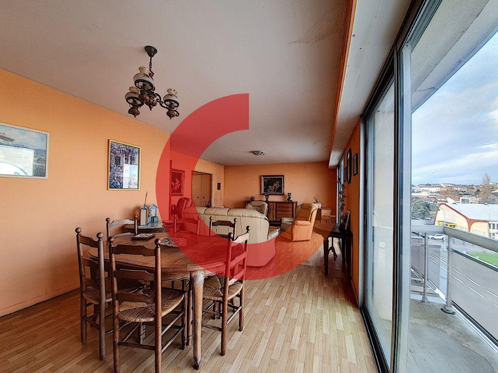 Appartement à vendre 3 80m2 à Cholet vignette-1