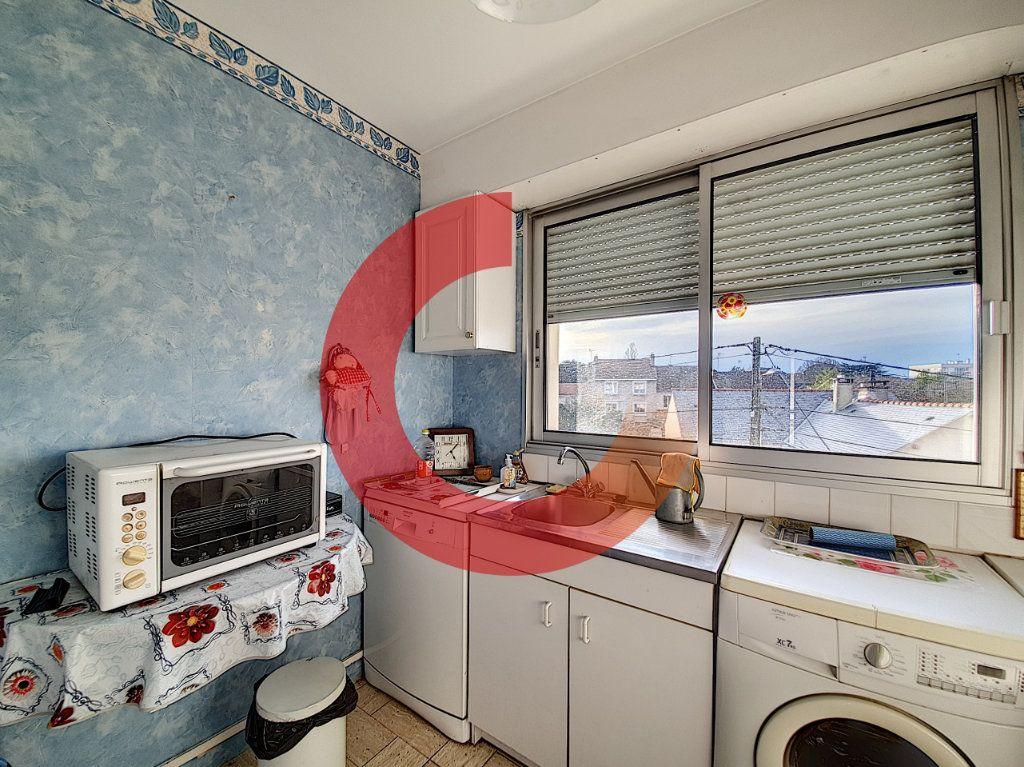 Appartement à vendre 3 80m2 à Cholet vignette-4