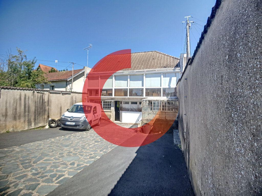 Maison à vendre 5 114m2 à Cholet vignette-1
