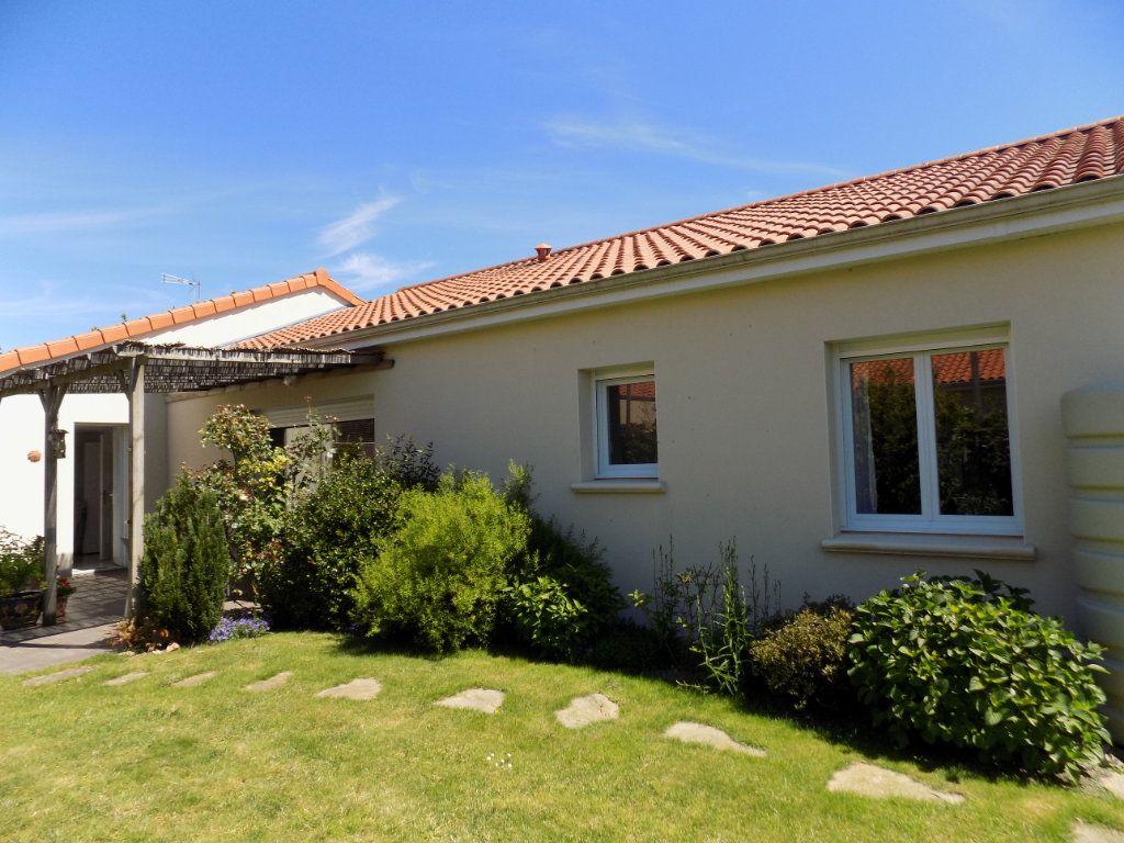 Maison à vendre 5 107m2 à Cholet vignette-12