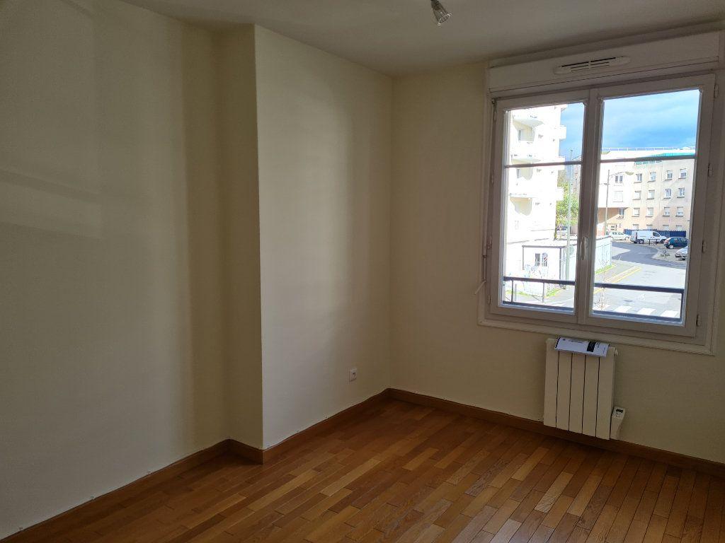Appartement à louer 3 59.2m2 à Meaux vignette-3