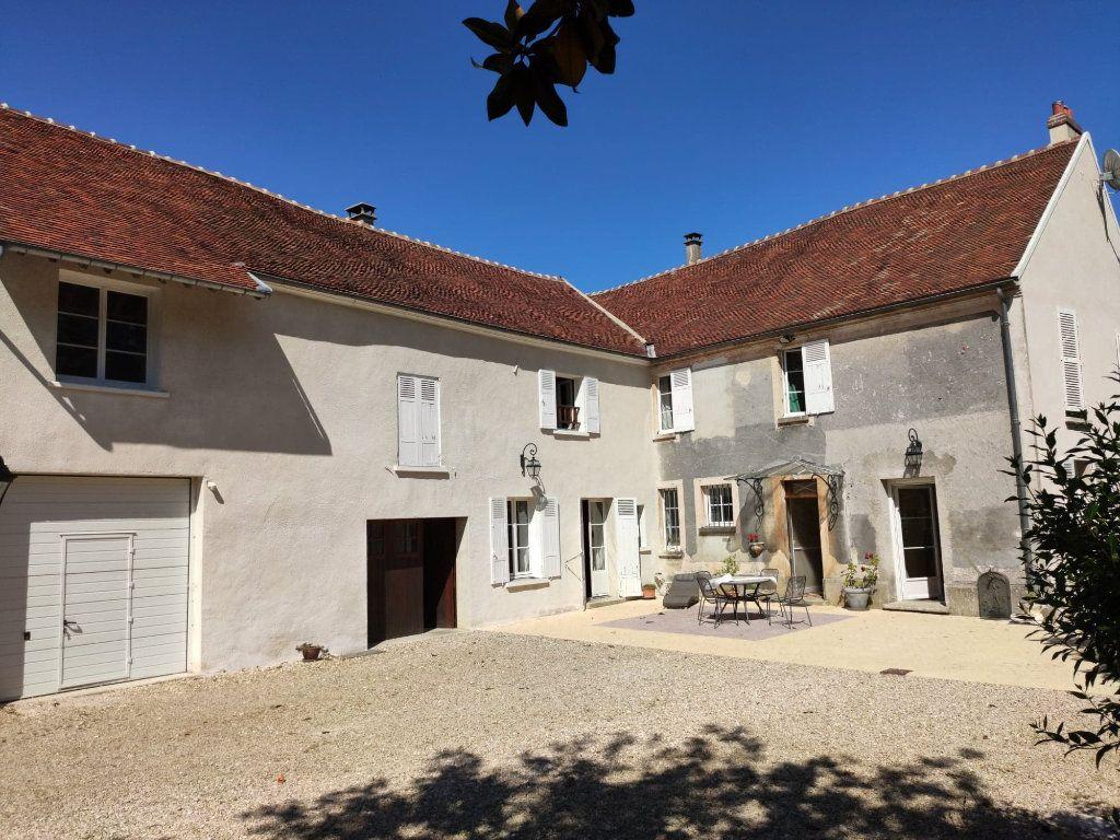 Maison à vendre 8 220m2 à Saint-Cyr-sur-Morin vignette-1