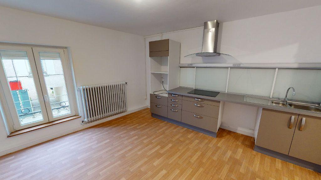 Appartement à louer 3 101.21m2 à Nanteuil-lès-Meaux vignette-1