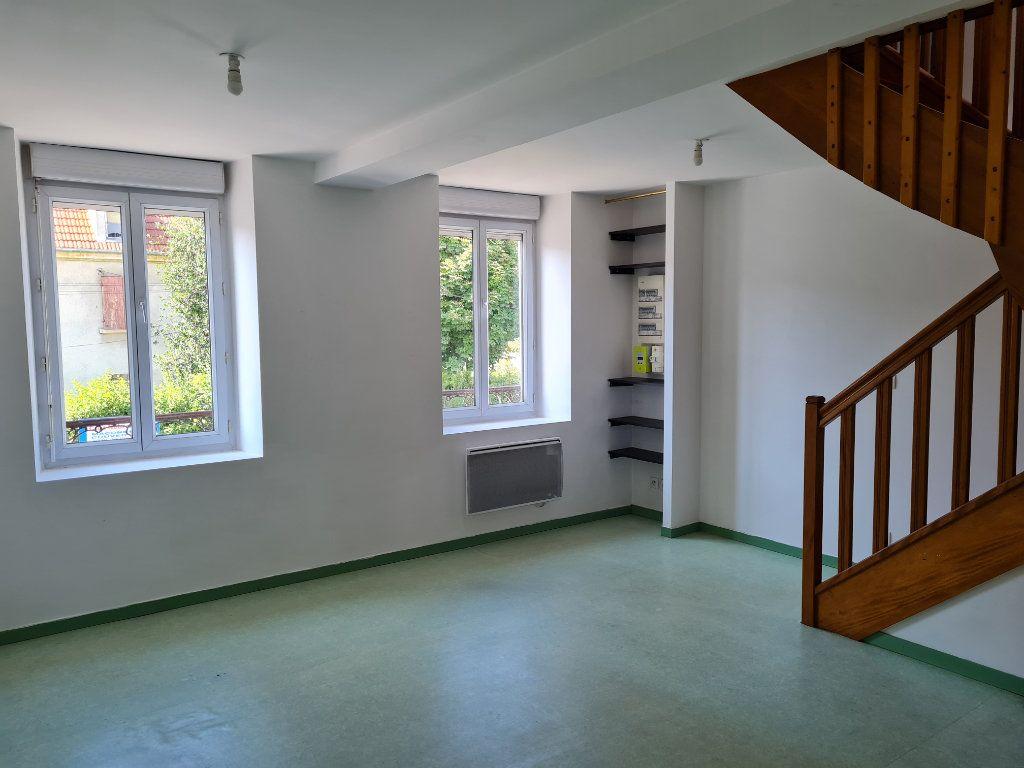 Appartement à louer 3 62.11m2 à Saint-Jean-les-Deux-Jumeaux vignette-1