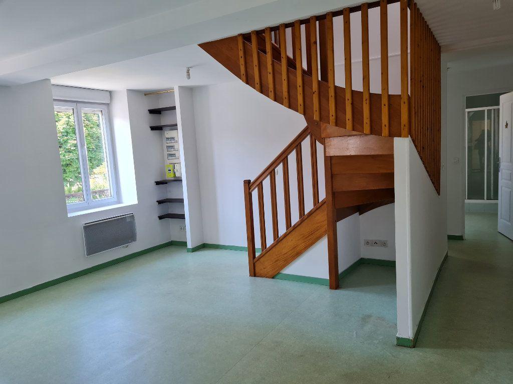 Appartement à louer 3 62.11m2 à Saint-Jean-les-Deux-Jumeaux vignette-2
