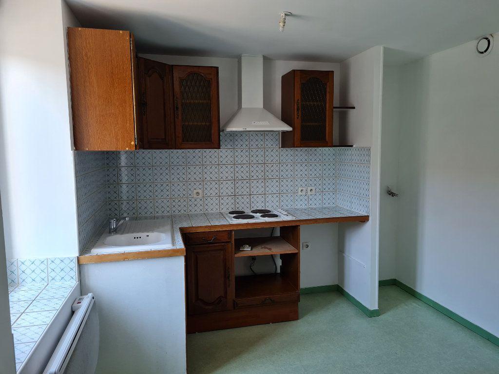 Appartement à louer 3 62.11m2 à Saint-Jean-les-Deux-Jumeaux vignette-3