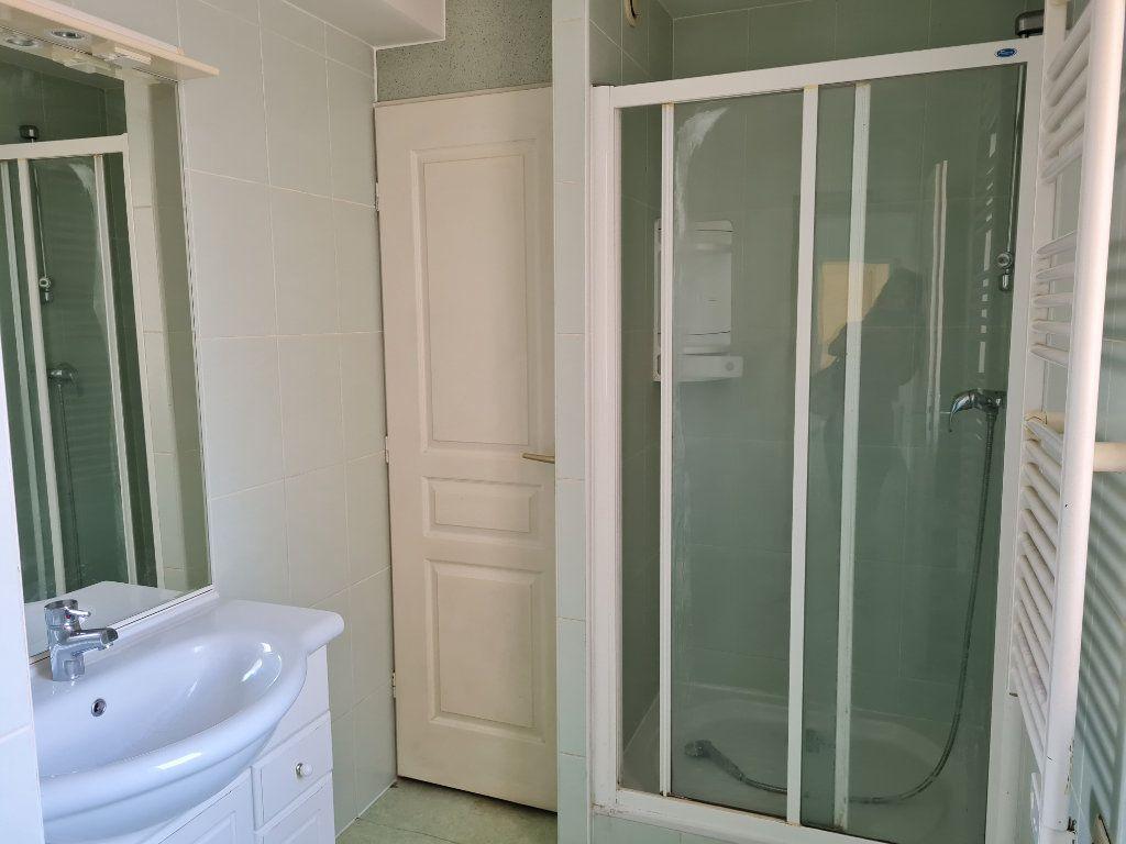 Appartement à louer 3 62.11m2 à Saint-Jean-les-Deux-Jumeaux vignette-4