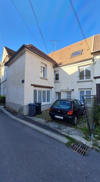 Immeuble à vendre 0 0m2 à Saint-Cyr-sur-Morin vignette-1