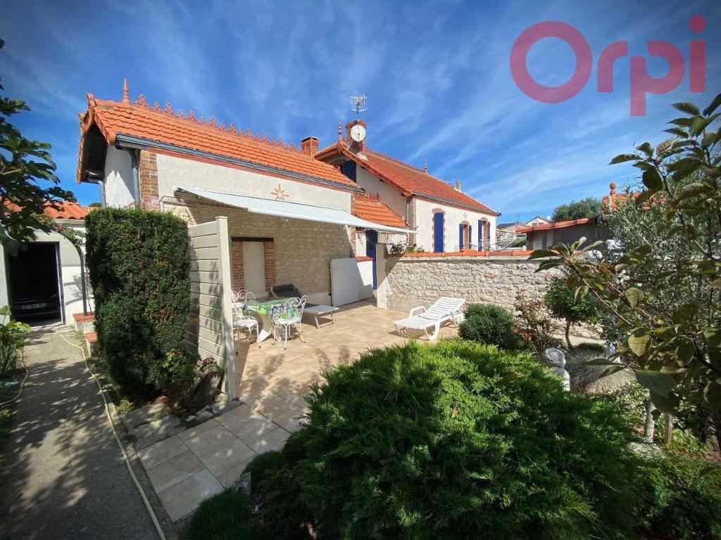 Maison à vendre 7 156m2 à Longeville-sur-Mer vignette-1