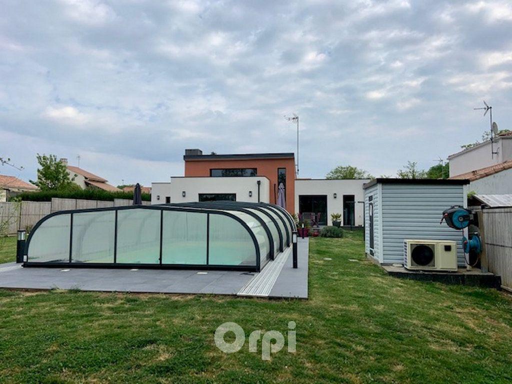 Maison à vendre 7 147.38m2 à Saint-Vincent-sur-Jard vignette-17
