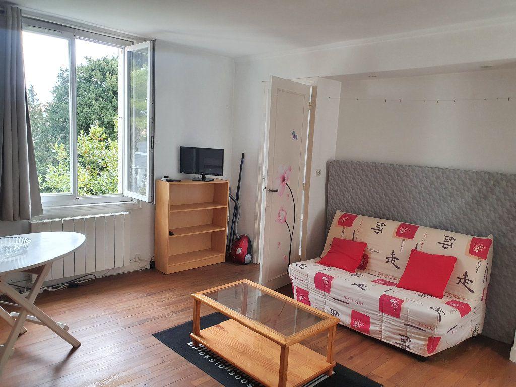 Appartement à louer 1 25m2 à La Rochelle vignette-1