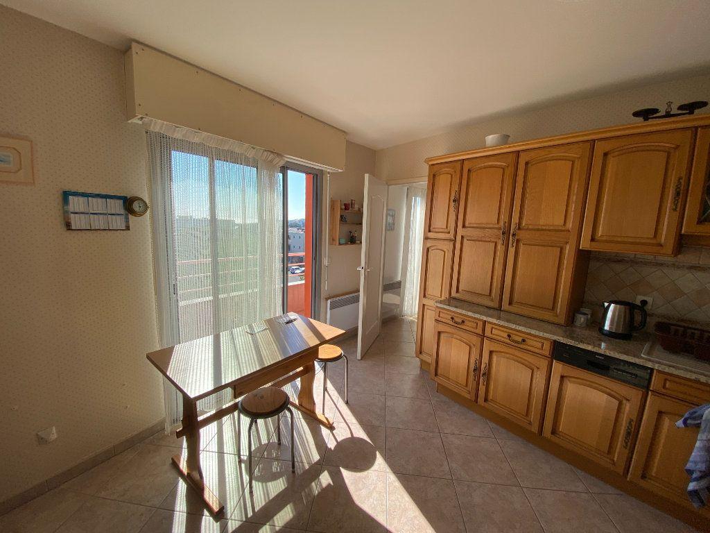 Appartement à vendre 6 142.69m2 à La Rochelle vignette-5