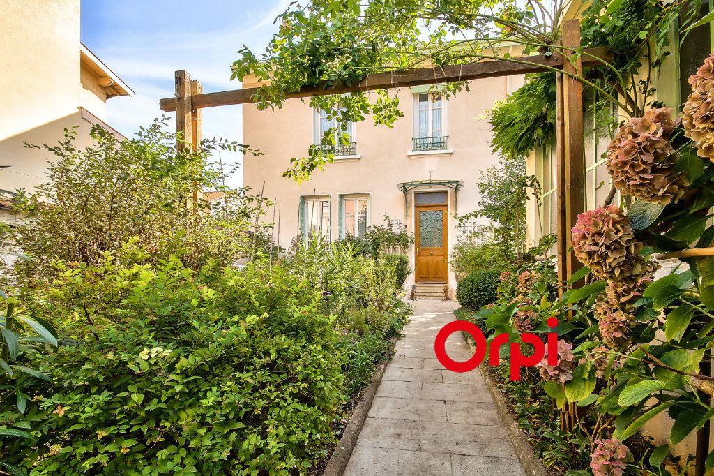 Maison à vendre 5 120m2 à Lyon 3 vignette-1