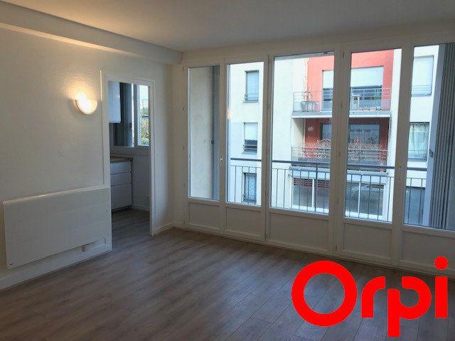 Appartement à louer 1 26.95m2 à Lyon 3 vignette-1