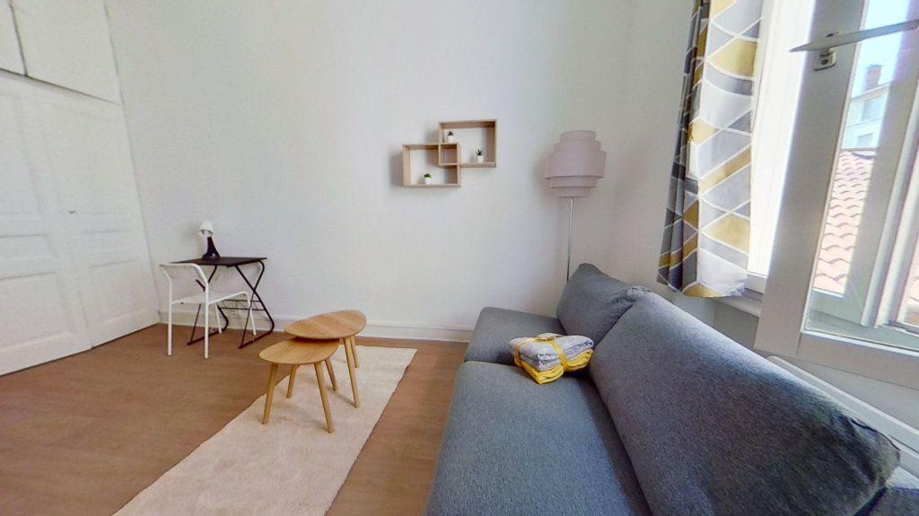 Appartement à louer 1 20.4m2 à Lyon 3 vignette-1