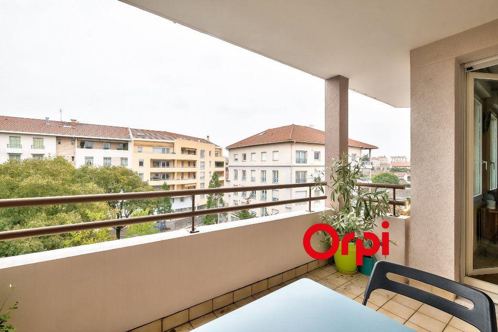 Appartement à vendre 4 100m2 à Lyon 3 vignette-4