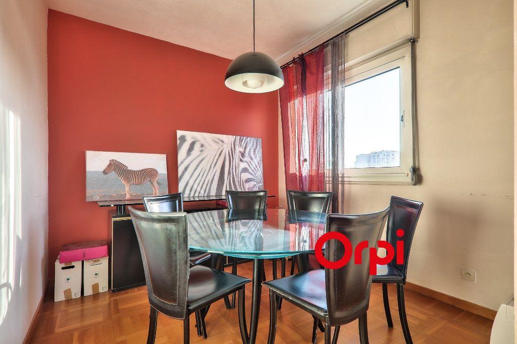 Appartement à vendre 5 102.06m2 à Lyon 8 vignette-2