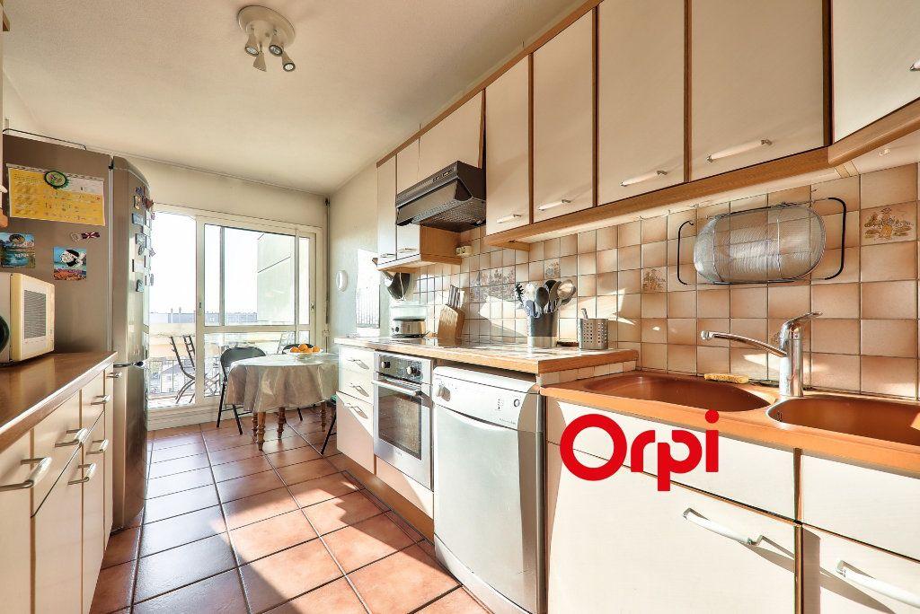 Appartement à vendre 5 102.06m2 à Lyon 8 vignette-3