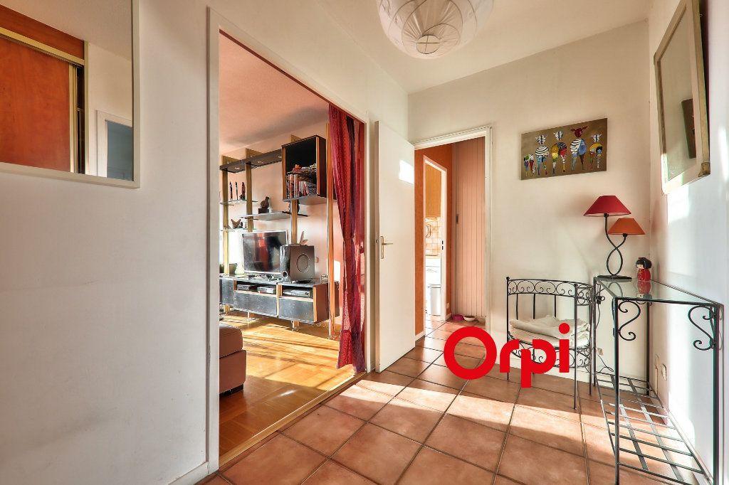 Appartement à vendre 5 102.06m2 à Lyon 8 vignette-4