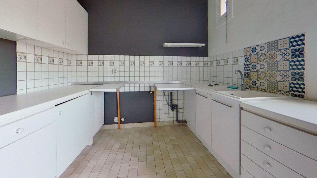 Appartement à vendre 3 72m2 à Lyon 8 vignette-2