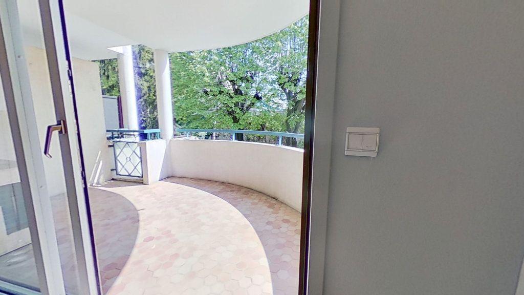 Appartement à vendre 4 105m2 à Lyon 3 vignette-4