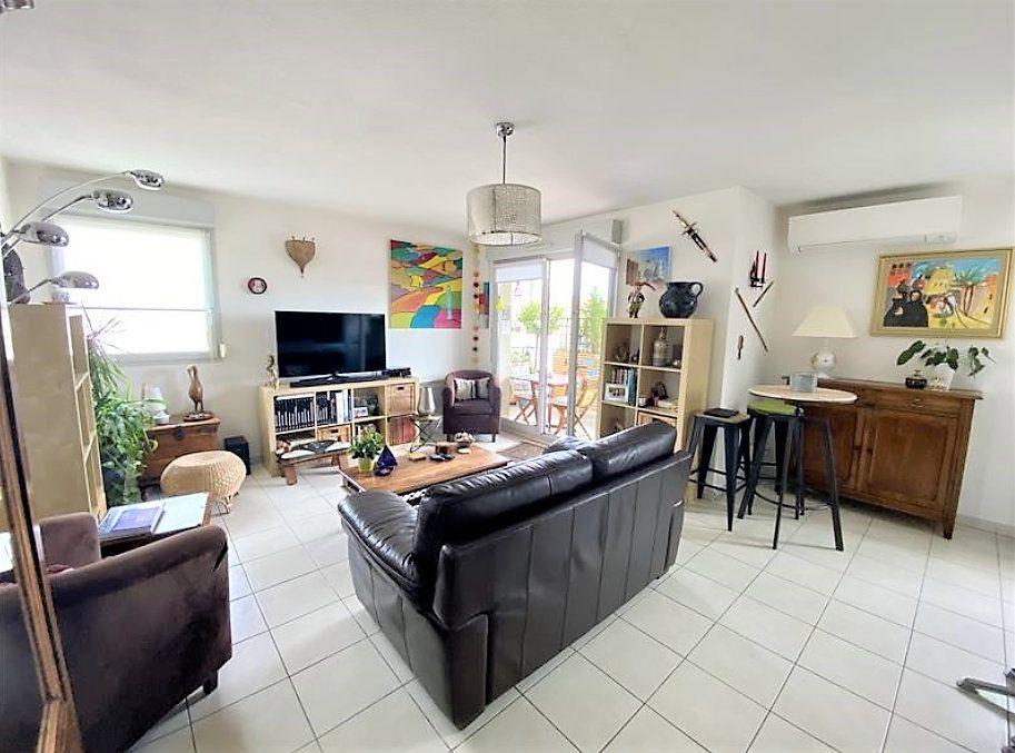 Appartement à vendre 4 84.18m2 à Castanet-Tolosan vignette-1