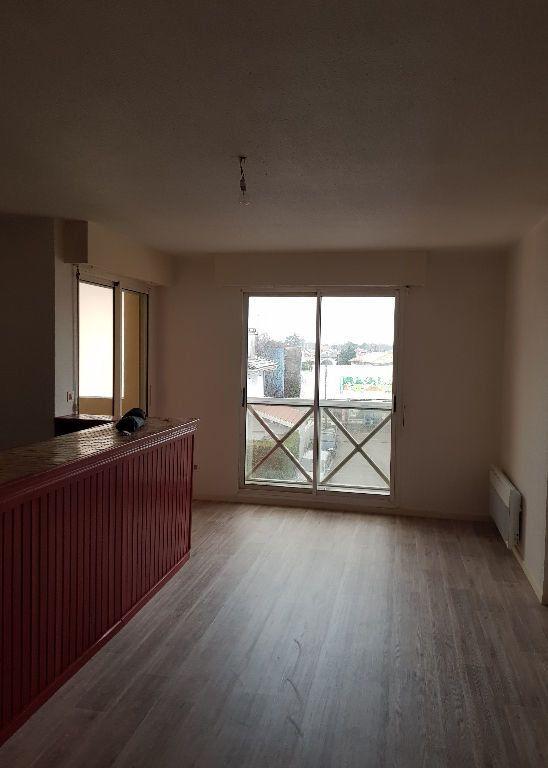 Appartement à louer 2 49.49m2 à Saint-Vincent-de-Tyrosse vignette-1