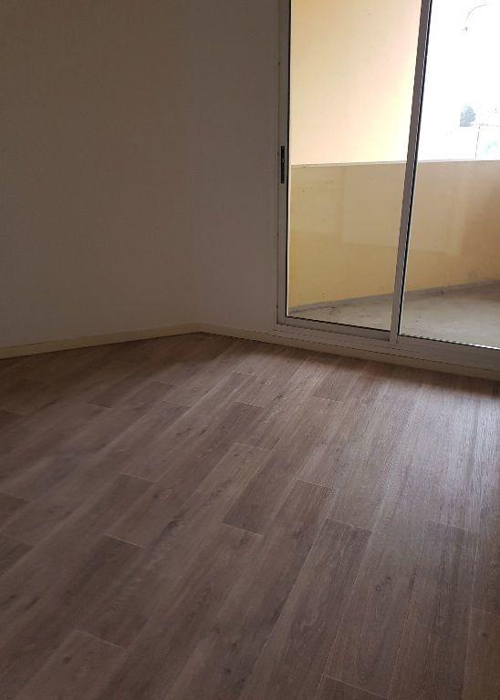 Appartement à louer 2 49.49m2 à Saint-Vincent-de-Tyrosse vignette-2