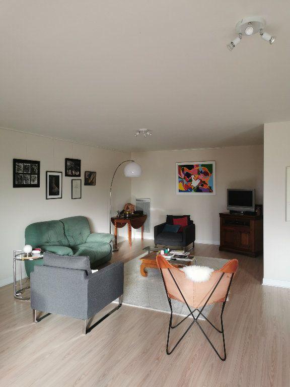 Appartement à louer 3 119.28m2 à Saint-Vincent-de-Tyrosse vignette-1