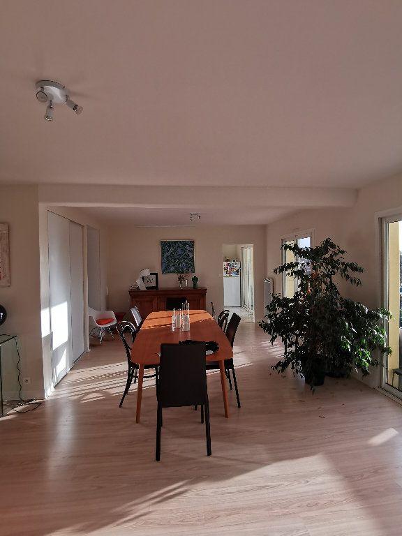 Appartement à louer 3 119.28m2 à Saint-Vincent-de-Tyrosse vignette-2
