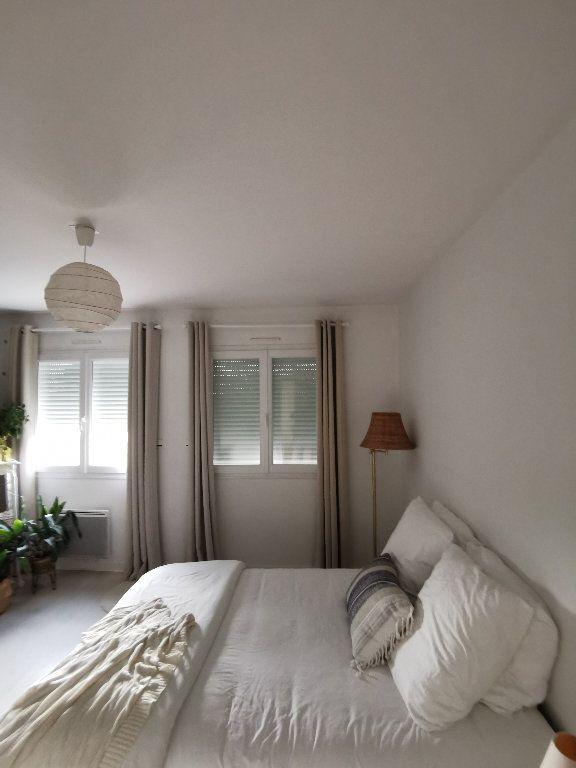 Appartement à louer 3 119.28m2 à Saint-Vincent-de-Tyrosse vignette-3