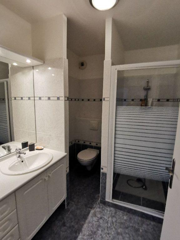 Appartement à louer 3 119.28m2 à Saint-Vincent-de-Tyrosse vignette-5