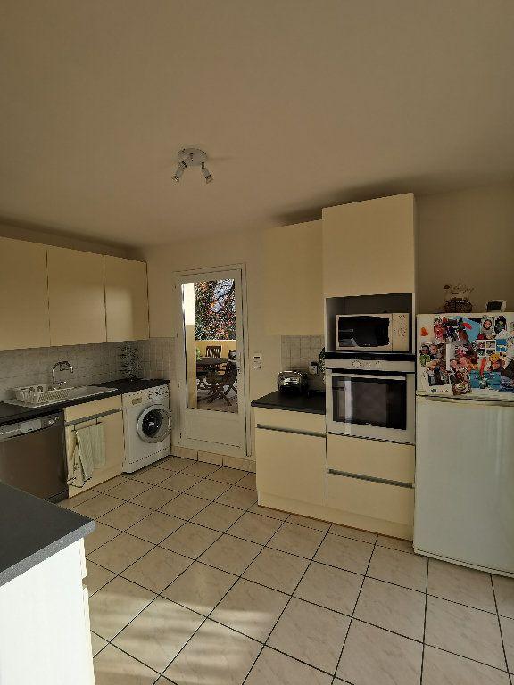 Appartement à louer 3 119.28m2 à Saint-Vincent-de-Tyrosse vignette-6