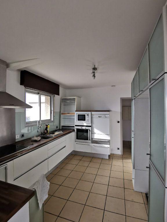 Appartement à louer 4 123.49m2 à Saint-Vincent-de-Tyrosse vignette-1