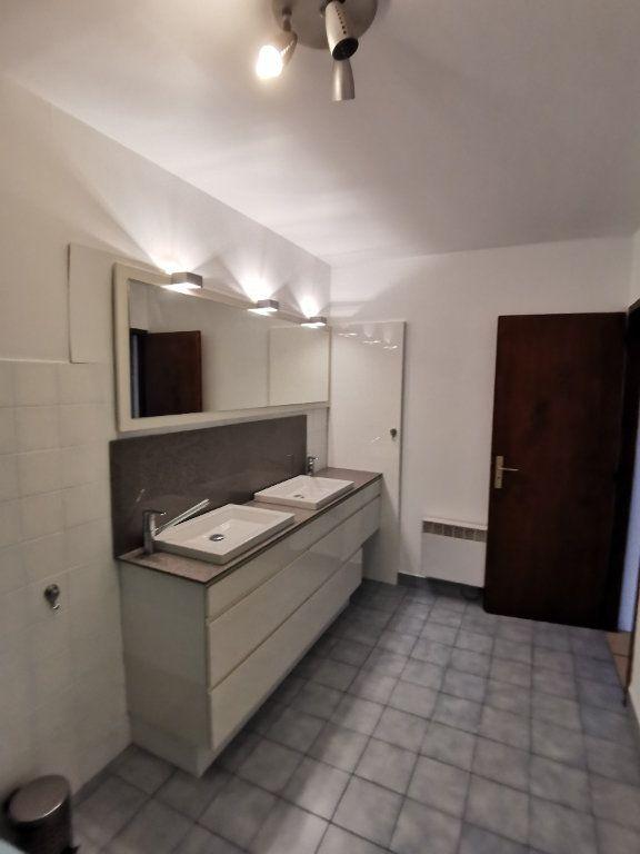 Appartement à louer 4 123.49m2 à Saint-Vincent-de-Tyrosse vignette-3