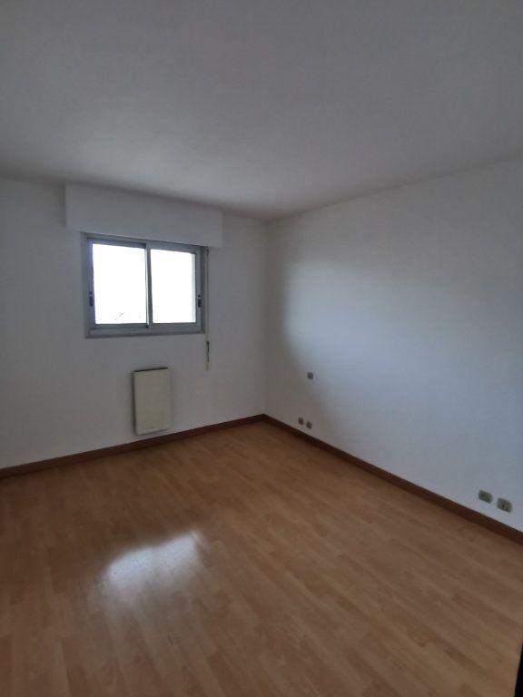 Appartement à louer 4 123.49m2 à Saint-Vincent-de-Tyrosse vignette-5
