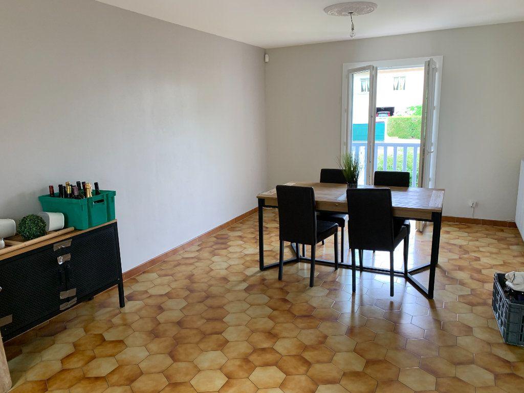 Appartement à louer 4 81m2 à Lescar vignette-2