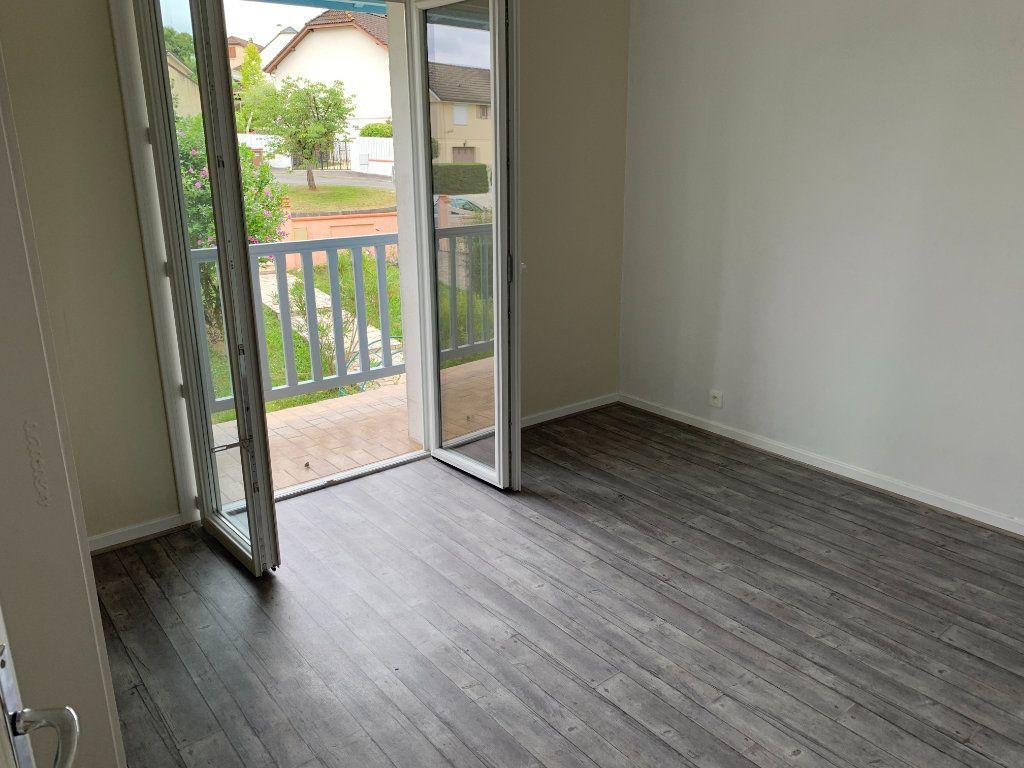 Appartement à louer 4 81m2 à Lescar vignette-5