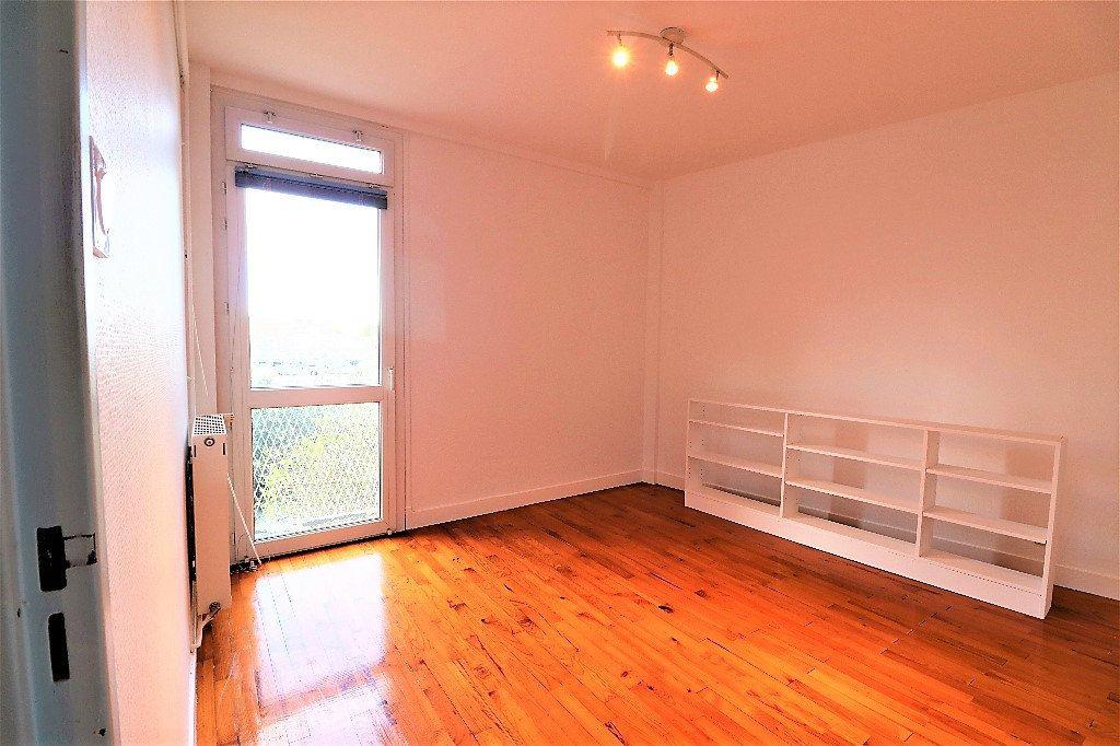 Appartement à vendre 3 60.09m2 à Tarbes vignette-7