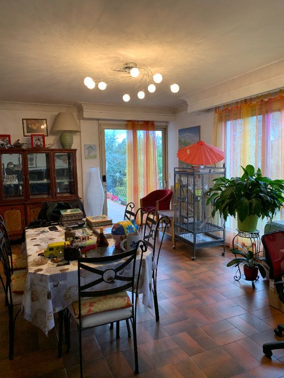 Appartement à louer 4 122m2 à Lescar vignette-1