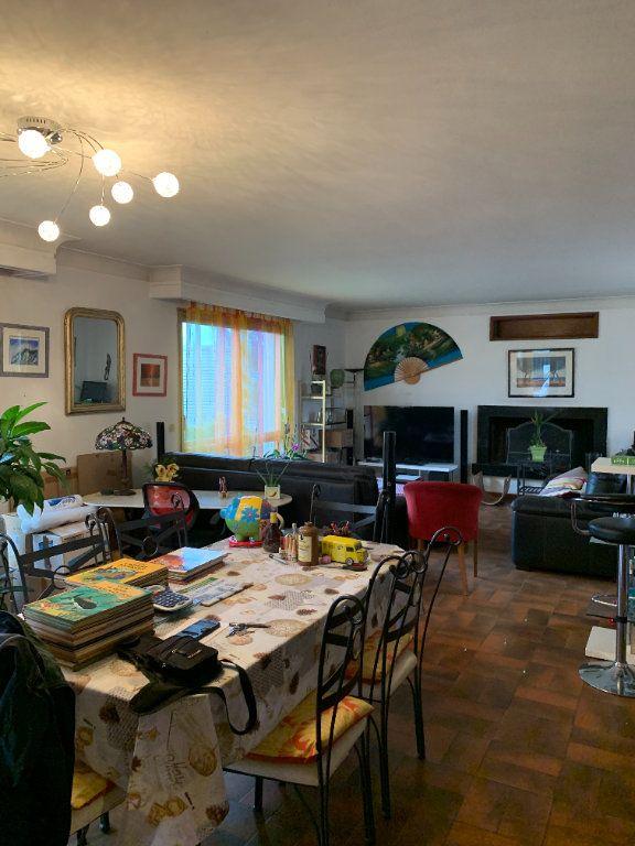 Appartement à louer 4 122m2 à Lescar vignette-2