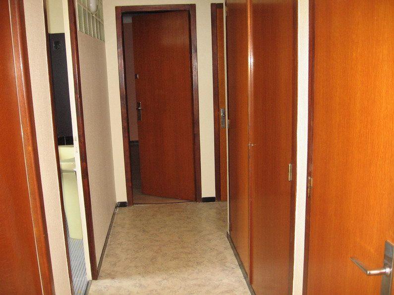 Appartement à louer 4 122m2 à Lescar vignette-5