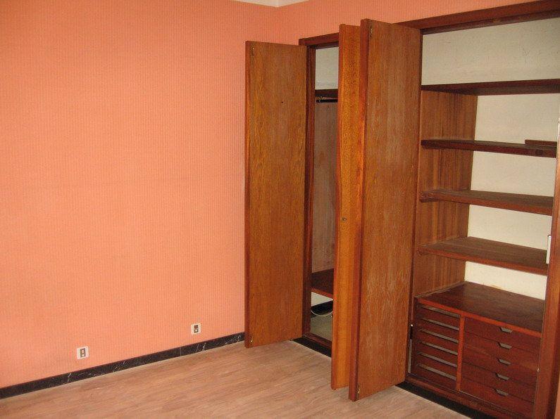 Appartement à louer 4 122m2 à Lescar vignette-7