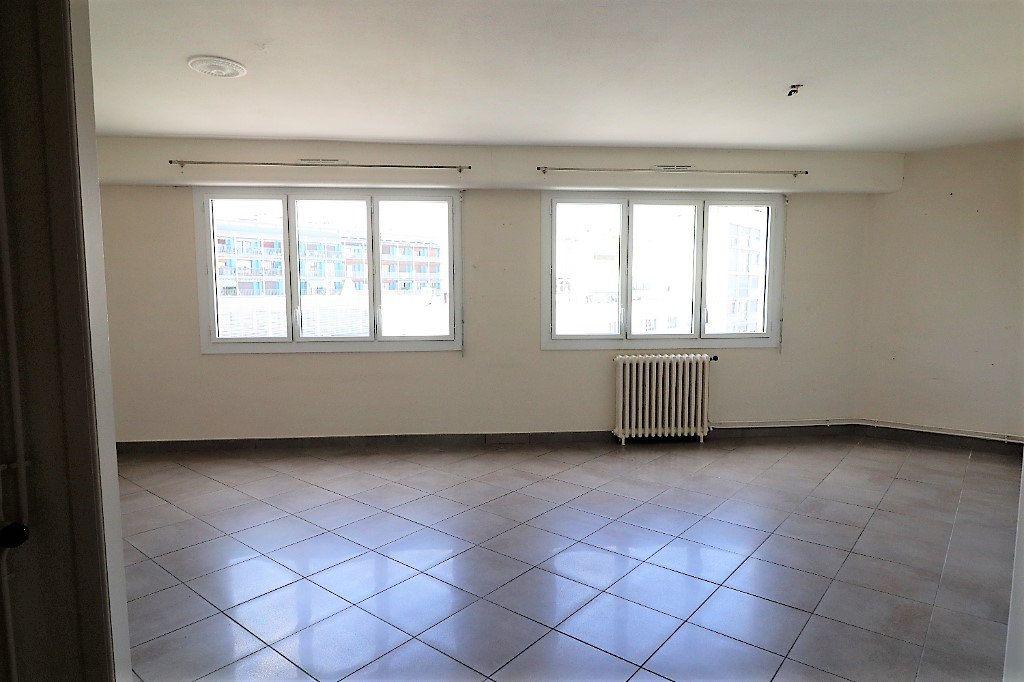 Appartement à vendre 4 94m2 à Tarbes vignette-3