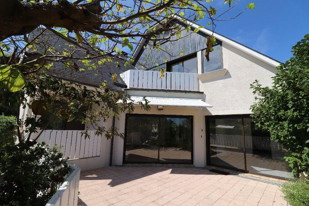 Maison à vendre 8 241m2 à Sarrouilles vignette-1