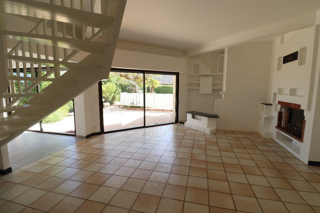 Maison à vendre 8 241m2 à Sarrouilles vignette-6