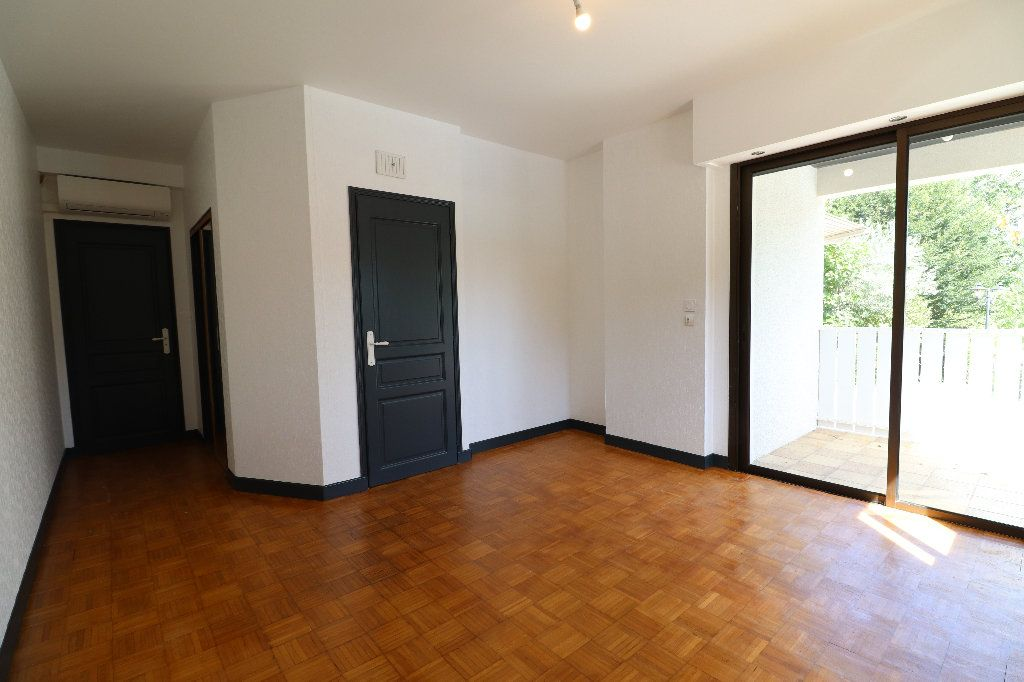 Maison à vendre 8 241m2 à Sarrouilles vignette-9
