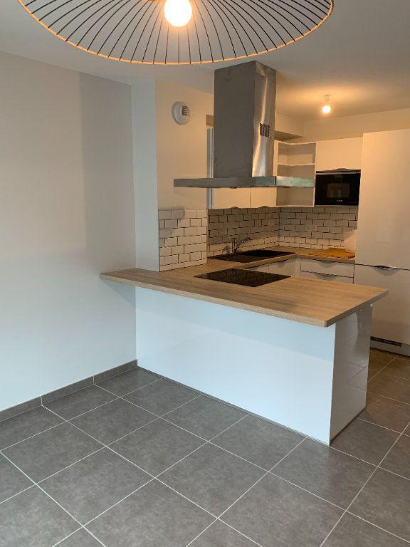 Appartement à louer 4 61m2 à Artiguelouve vignette-2